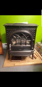 Like new, clean, hardly ever used, natural gas fire place!