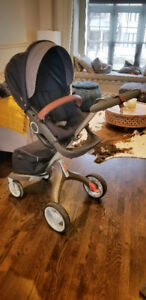 Navy Stokke Xplory stroller - tri-colour leather + accessories