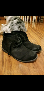 Black suede boots from the Gap - 9