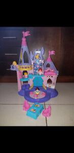 Château Disney avec accessoire et 5 princesse