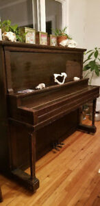 Piano droit Antique !
