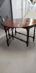 Vintage gate leg table