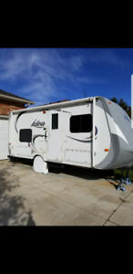 Idea trailer 17 ft... Excellent shape