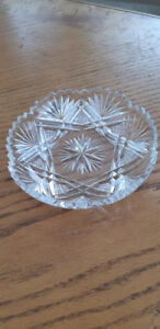"Beautiful vintage crystal pinwheel dish 5 "" in diameter"