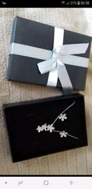 Ladies flower necklace set new
