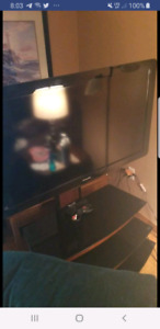 40 inch Phillip's 1080p TV with stand and remote