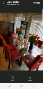 Beautiful modern dining table and 6 modern chairs