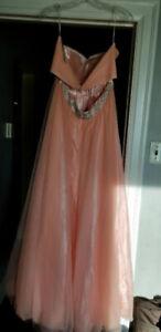 grad dress  still  bran new size 12-14 asking price $100.00