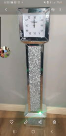 Crushed diamond clock