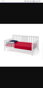 White toddler day bed