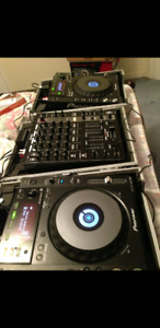 Pioneer Cdj 850 and Mixer with Flight Cases for sale