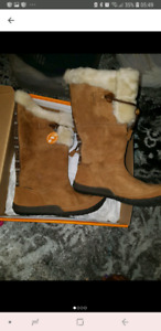 New! Beautiful Winter BOOT Womens size 10/41