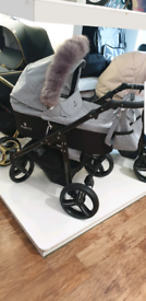 Venicci soft grey 3 in 1 pram Excellent Condition 6 month old isofix