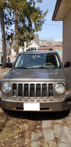 2007 jeep patriot 4x4  4 cylinder everything is working 170 km