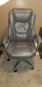 Serta w/Memory Foam Executive Leather Chair-Excellent Condition