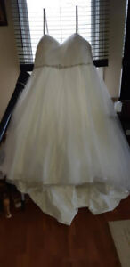 Plus size wedding dress and veil for sale