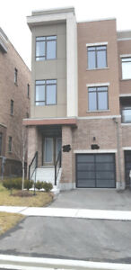 ** 4 bedroom modern end unit townhome next to Maple GO station *