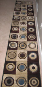 CARPET/HALL RUNNER. 26ins. x 10 1/2ft. BROWN MODERN WITH CIRCLES