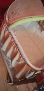 Carters bassinet in great conditon