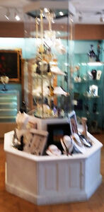 STUNNING ROTATING DISPLAY - FOR COLLECTIBLES, JEWELRY & GIFTS Stratford Kitchener Area image 2