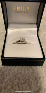 1.00 karat diamond ring white gold between the band and ring