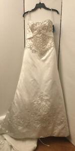 New Gorgeous Strapless Maggie Sottero Wedding Dress Size 12  OBO