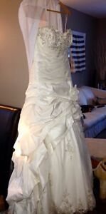 Gorgeous Private Label by G 1383 wedding dress London Ontario image 3