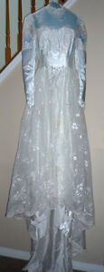 """Wedding Dress in Excellent Condition:Boxed:size 26"""" waist Cambridge Kitchener Area image 2"""