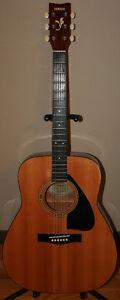 Yamaha FG-400 Acoustic Guitar & Softshell Case