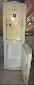 Slyvania water cooler fridge good condition
