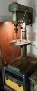 A 16 speed, capacity 5/8 drill press Belleville Belleville Area image 1