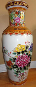 Collectible Chinese decorative tall vase planter pot  Excellent London Ontario image 9