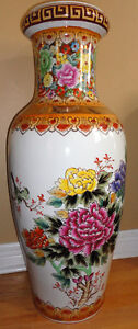 Collectible Chinese decorative tall vase planter pot  Excellent London Ontario image 10