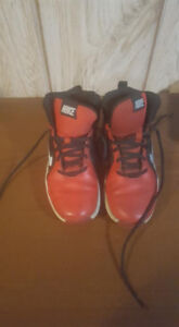 boys red nike size 5y shoes