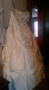 Size approx 18 wedding gown