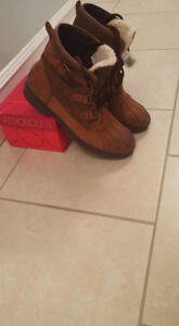 UGG Cecile Boots Women's 8.5