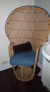 Chaise de mode  en très bonne état !!! Pas cherrr***