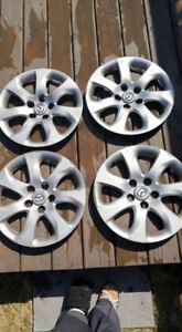 4 enjoliveurs,cap de roues Mazda 16 pouces