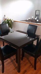 Dining /kitchen table