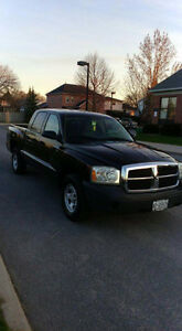 2007 Dodge Dakota V-8 4.7 Litre Quad Cab ST Pickup Truck