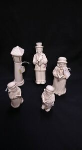 Set of 5 White And Gold Ceramic Carolers And Lamp Post