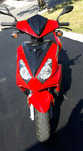 Daymak Scooter 2010 (50 cc gas engine) with free Helmet (M)