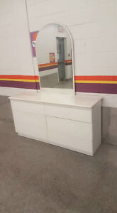 3 COMMODES A VANDRE,   514 993 3822