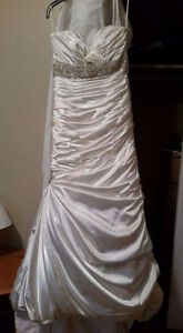 Beautiful size 8 wedding dress needs to be dry cleaned