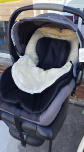 COQUILLE + BASE BRITAX BE SAFE EXP 2022 COMME NEUVE