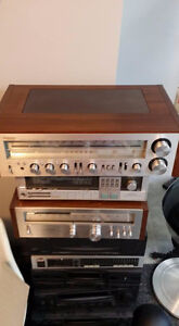 Vintage 70s audio equipment for your video games