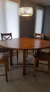Solid wood kitchen table & chairs Cornwall Ontario image 2