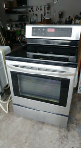 LG Self-Cleaning Electric Convection Oven