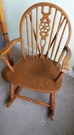 Traditional style rocking chair