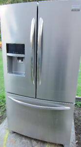 FRIGIDAIRE Refrigerator-Bottom Freezer-S/Steel-MINT-Only2YRS Old